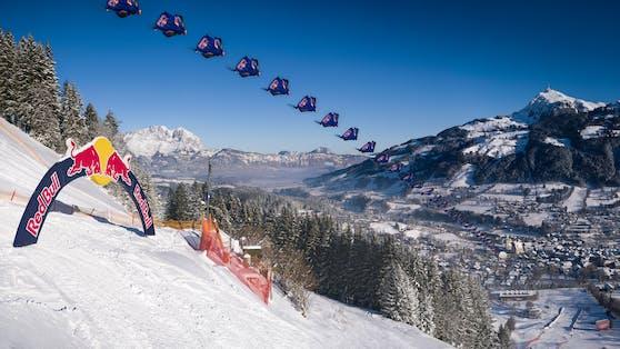 Marco Waltenspiel fliegt im Wingsuit über die legendäre Streif.