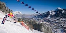 Spektakulär! Skydiver fliegen über legendäre Streif