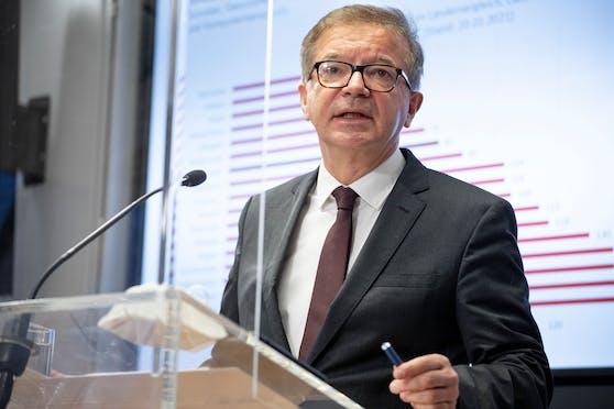 Gesundheitsminister Rudolf Anschober (GRÜNE) bei der Pressekonferenz zum weiteren Vorgehen gegen die Corona-Mutation.
