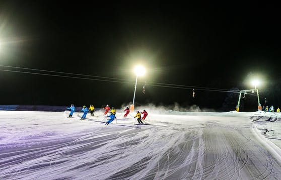 In St. Johann wurden mehrere angehende Skilehrer positiv getestet. Symbolbild.