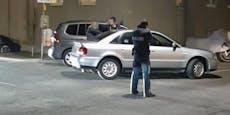 Polizisten nehmen mit gezogener Waffe Audi-Fahrer fest