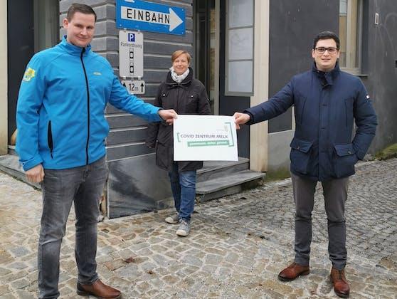 Die Teststraße in Melk öffnet ab Montag: Gemeinderat und Zivilschutzbeauftragter Benjamin Steyrer, Gesundheits-Stadträtin Sabine Jansky und Bürgermeister Patrick Strobl.