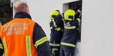 Bub (2) in Badezimmer eingesperrt, Florianis rückten an