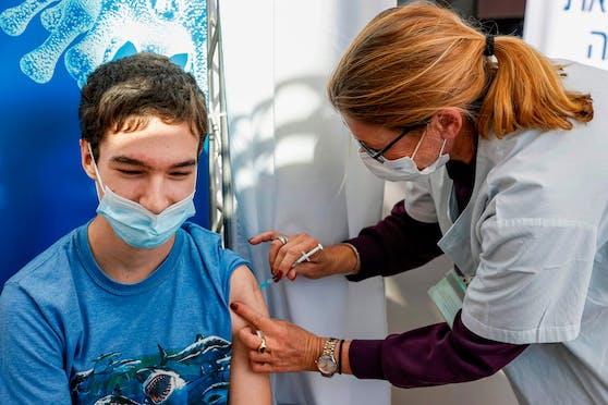 Auch Jugendliche werden in Israel geimpft.