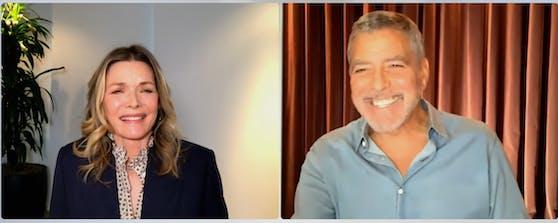 """In einem YouTube-Interview erinnert sich Michelle Pfeiffer an den Dreh mit George Clooney, der """"wie eine Brauerei"""" gestunken haben soll."""