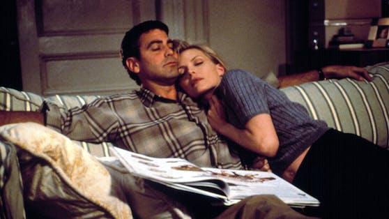 """Im Film """"Tage wie dieser"""" kamen sich George Clooney und Michelle Pfeiffer nahe, hinter den Kulissen ekelte sich die Schauspielerin vor ihrem Co-Star."""
