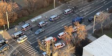 Polizei-Panzerwagen bei Großeinsatz in Wien-Donaustadt