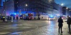 Feuerwehr mit sechs Einsatzfahrzeugen bei Brand in Wien