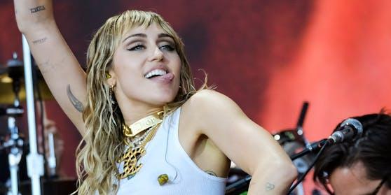 Popsängerin Miley Cyrus, bekannt für ihre knappen Bühnen-Outfits, verzichtet auch beim Einkaufen auf Unterwäsche.