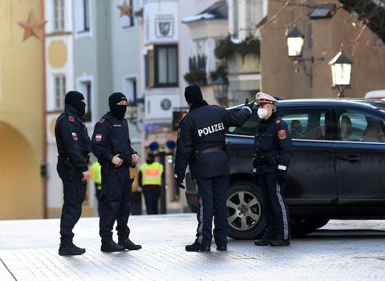 Die Polizei hat derzeit mit illegalen Corona-Partys alle Hände voll zu tun.