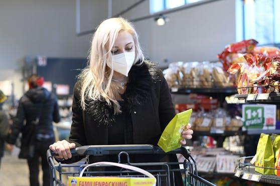 Ab Montag gilt in Supermärkten eine FFP2-Maskenpflicht.