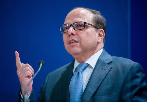 Ärztekammerpräsident Thomas Szekeres am 27. Dezember 2020 während einer Pressekonferenz nach den ersten Covid-19-Impfungen in Wien