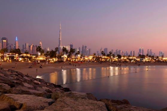 Die Skyline von Dubai (VAE).