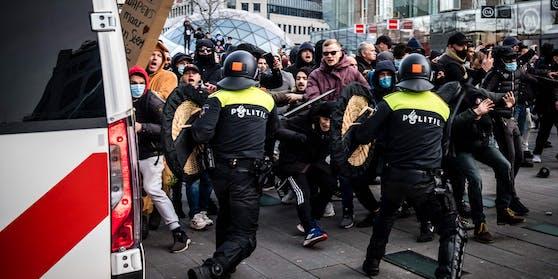 In Eindhoven (Niederlande) geriet die Anti-Corona-Demonstration außer Kontrolle
