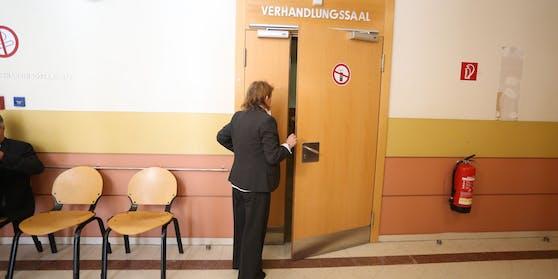 Die Angeklagte Renate E. vor Gericht.
