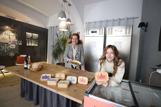 Margit Köffler und Marie Bohrer vom Tip Top Frozen Market.