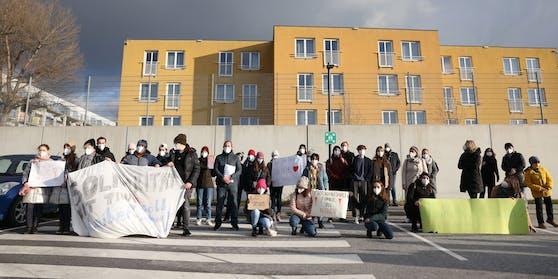 Am Mittwoch demonstrierten Schüler, Lehrer und Eltern für Tina.