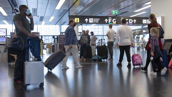 Passagiere am Flughafen Wien-Schwechat