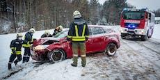 Schneefahrbahnen: Unfälle und Straßensperren in NÖ