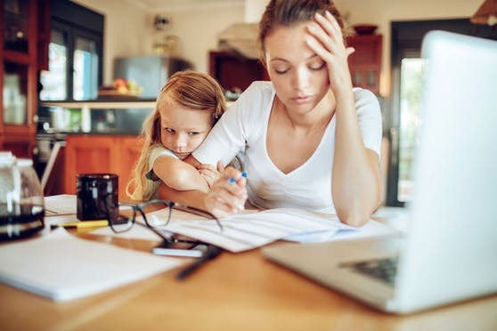 Home Office, Kinderbetreuung, Haushalt – vielen Eltern wird die Belastung zu viel.