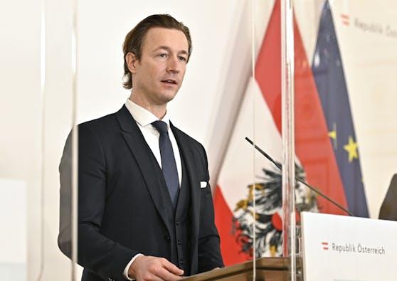 Finanzminister Gernot Blümel (ÖVP) beim Pressefoyer nach einer Sitzung des Ministerrates per Videokonferenz am Mittwoch, 27. Jänner 2021, in Wien