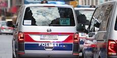 Mann versteckt sich vor Polizei in Kleider-Container