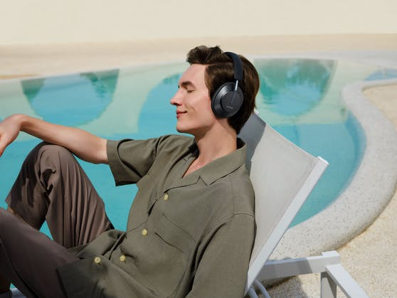 Musik an, Welt aus. Mit den Huawei FreeBuds Studio gelingt das dank intelligenter Geräuschunterdrückung nun besser als je zuvor.