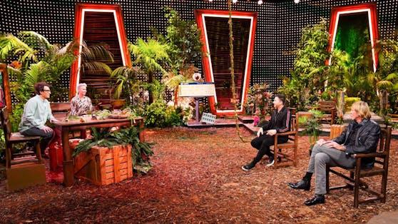 """Die """"Dschungel""""-Moderatoren Daniel Hartwich (li.) und Sonja Zietlow erinnern sich mit Lucas Cordalis und Carlos Thränhardt (re.) an das erste Camp."""