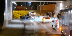 Crash in Wien-Liesing – Auto überschlägt sich