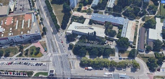 In der ehemaligen Schule in der Anton-Baumgartner-Straße 119 in Wien-Liesing entsteht eine Corona-Teststraße.