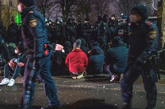 Polizei-Einsatz beim Protest gegen die Abschiebung von drei Schülerinnen