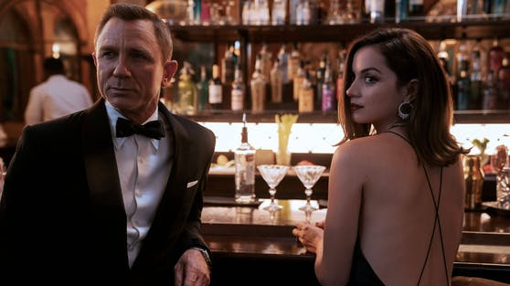 """Daniel Craig (li.) muss vielleicht doch wieder als 007 vor die Kamera : Sponsoren fordern, dass Teile von """"Keine Zeit zu sterben"""" nachgedreht werden."""