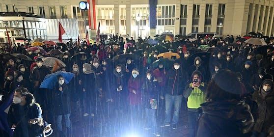 Über 1.000 Menschen am Minoritenplatz