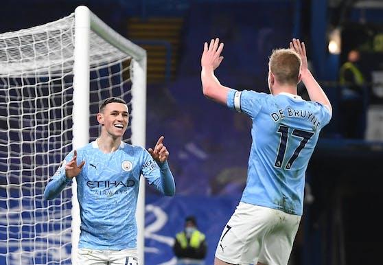 Foden und De Bruyne trafen beim 3:0 von City bei Chelsea.