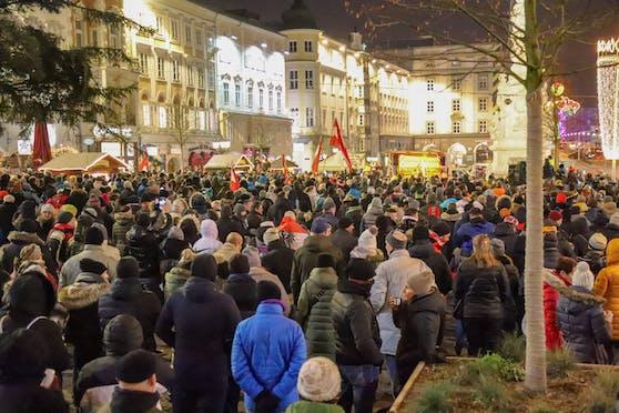 Rund 1.000 Teilnehmer kamen zu der Demo in Linz, der Großteil aus anderen Bundesländern.