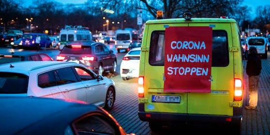 Solch einen Corona-Korso gab es bereits am Mittwoch in Stuttgart