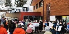 Protest wegen Abschiebung von Mutter mit drei Kindern