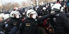 """""""Alle auf ihn"""" – Corona-Rebell hetzte Mob auf Polizei"""