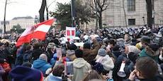 Maskengegner bespucken Passanten bei illegaler Demo