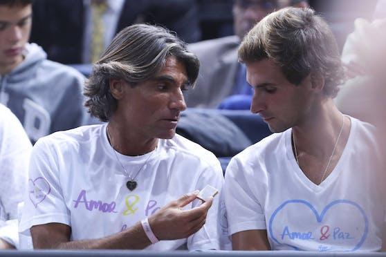 Pepe Imaz (l.) in seiner Zeit als Betreuer von Novak Djokovic: Er trägt eine Herzkette. Djokovic erlebt unter ihm sportlich die schlechteste Zeit seiner erfolgreichen Karriere.