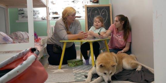 """""""Train Your Baby Like A Dog – Die Hund-Kind-Methode"""": Hundetrainerin Aurea Verebes versucht, das vierjährige Problem-Kind Ayla wie einen Hund zu erziehen."""