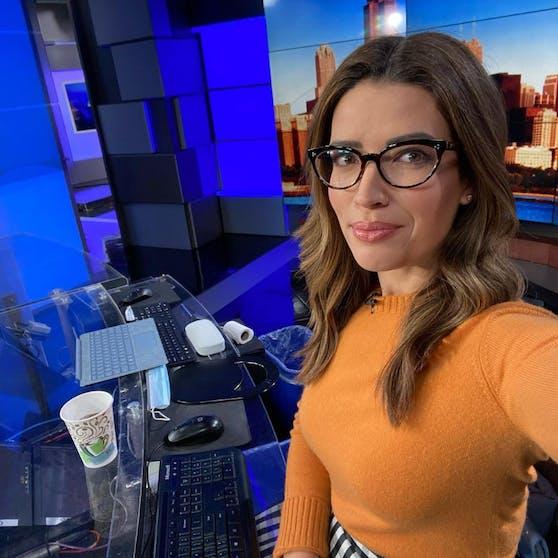 Die US-Moderatorin Tanja Babich trägt eine Brille, um ihre Tochter von ihren Ängsten zu befreien.