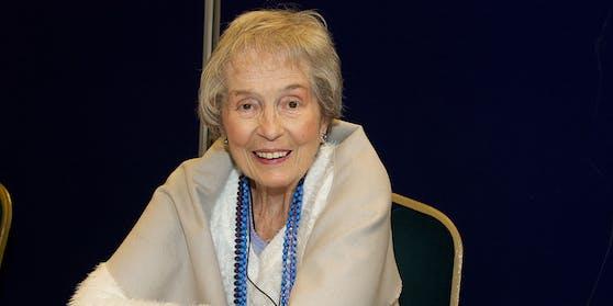 """Ihr regelmäßiger Auftritt als glamouröse Horror-Hauptdarstellerin trug dazu bei, dass Barbara Shelley den Spitznamen """"Queen of Hammer"""" erhielt."""