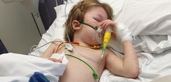 Der sechsjährige Logan Walsh aus Großbritannien hatte eine Corona-Infektion ohne Symptome. Sechs Wochen später landete er auf der Intensivstation.