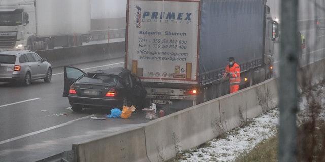 Auto fährt auf Lkw auf, wird 200 Meter mitgeschleift - Oberösterreich |  heute.at