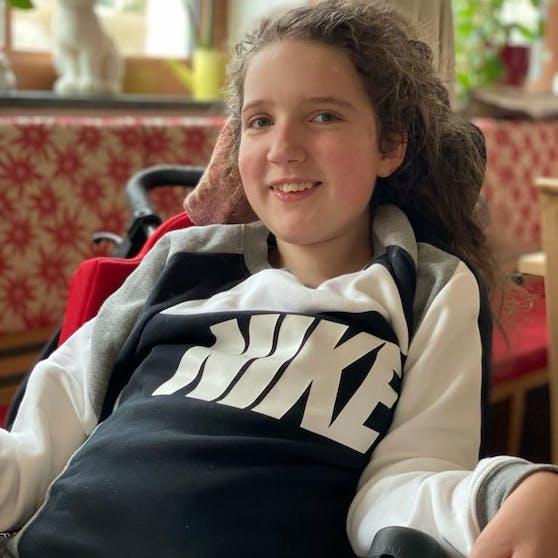 Nicola (14) leidet an spinaler Muskelatrophie.