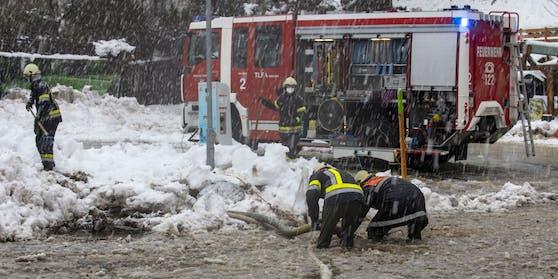 Der 27-Jährige beschwerte sich über die mangelhafte Schneeräumung beim Feuerwehrhaus.
