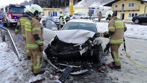 Insgesamt wurden bei dem Crash fünf Personen verletzt.