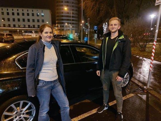 Diese beiden Polizisten retteten einen bewusstlosen Beifahrer aus einem Unfallauto.