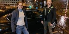 Polizisten retten bewusstlosen Beifahrer aus Wrack
